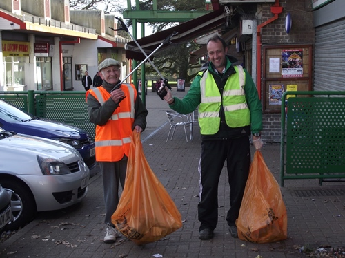 Street Champion volunteers litter picking at Warners End, Hemel Hempstead